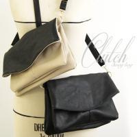 調節可能な付属のベルトを伸ばすと便利なショルダーバッグになり、ベルト外してクラッチバッグとしてもお洒...