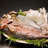 【ギフトに最適!】 魚の旨さをギュッと凝縮! 開き真ホッケ1枚、開きニシン1枚、開きさんま2枚、イカ一夜干し1枚の干物4種セット|otodoke-shopping|02