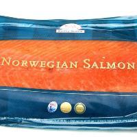 清麗な本場フィヨルドの海ノルウェー海域で獲れた新鮮な水揚げしたてのアトランティックサーモンを丹念に塩...
