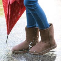 レイン仕様に見えないのに、雨や水濡れに強い! 完全防水だから安心♪気分の上がるムートンブーツ スタッ...
