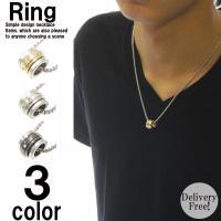 小さめの三連リングが使いやすいリングネックレス 中心のリングには等間隔でクリスタルがぐるりと配置され...