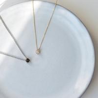 女性用に大粒のスワロフスキージルコニアを使用した、一粒石タイプのネックレスです。 ダイヤモンドに近い...