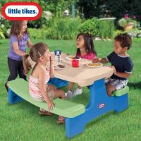 テーブルとイスが一体型になっちゃっているテーブルチェアーです。 折りたたみ式で持ち運べるのでキャンプ...