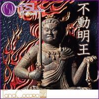 ■モデルは鎌倉時代の名仏師・快慶が1203(建仁三)年に造像した重文「(木造)不動明王坐像」。表情や...