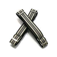 腕輪タイプのゴム製アームバンド。 幅15mm 長さは最大25cmまで調整可能です。黒/ベージュ,黒/...