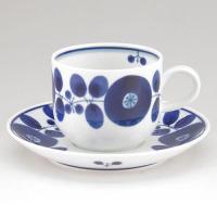 植物をモチーフとしたもようを手描きした「ブルーム」シリーズ。 深く鮮やかな瑠璃色が食卓に清清しさをは...