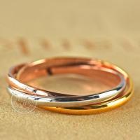 どこから見ても、美しい三色の輝き。女性の華奢な指を美しく魅せてくれます! ピンクゴールド、ゴールド、...