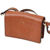 ケイトスペード新作ショルダーバッグを入荷しました!オールレザーのシンプルなデザインの前面にカメラの型...