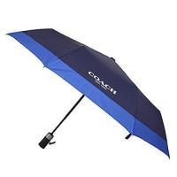 コーチからストライプが可愛い折りたたみ傘が登場!デニム色でシンプルにデザインされた本場アメリカ限定の...
