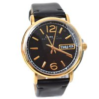 マークバイマークジェイコブスの最新作の時計を入荷しました!丸みのあるラウンド型ケースに、ブラックの色...