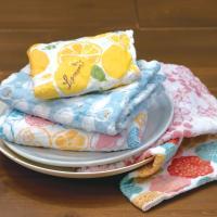 奈良の蚊帳づくりの伝統を生かした、とても柔らかいふきん。  奈良県産蚊帳生地使用で、5枚合わせに織り...