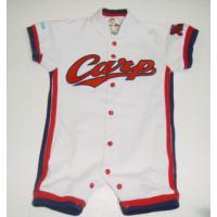 広島カープホーム用ユニホームのベビー服です。選手やコーチなどのお子様にもお買い上げいただいております...