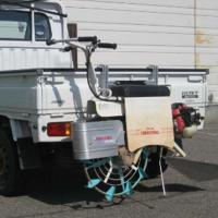 溝切機を運ぶ際、トラックに引っ掛けて運ぶことができるアルミ製のキャリーです。  ・泥の付着した溝切り...