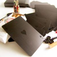 通常のブラック×レッドのコンビではなく、黒一色で独特なブラックトランプ。マジックカードのようなプラス...