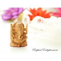 手の平サイズの可愛いガネーシャの神仏像。貴重なインド白檀(サンダルウッド)を使って、一体ずつ職人が心...