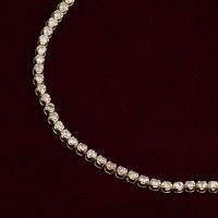 合計1カラットのダイヤモンドを贅沢にあしらった、 華やかな輝きのテニスブレスレット。 程よいボリュー...