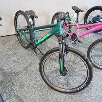 @自転車本体・フレーム≫ジュニア・キッズ(子供用自転車)≫マウンテンバイク(MTB)≫24インチ M...