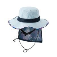 コードストラップ付きのサーフハットです。帽子を畳みスナップボタン留めの日よけ部分に収納することで、コ...