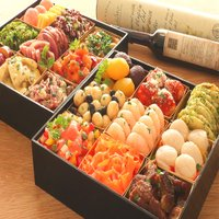 【内容量】 全22品 約4人前 重箱を含む重量約2450g 食品のみ重量約1800g  【お重サイズ...