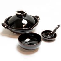 土楽窯は三重県伊賀の里に七代続く伊賀焼の窯元。 伊賀は保温力のある良質な土鍋の生産地としてその名を知...