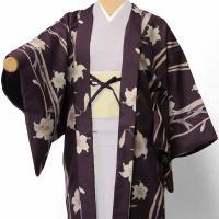 濃いめの紫色に枝垂れ風にユリの花を描きました。伝統的なデザインを少々モダンにアレンジした羽織です。