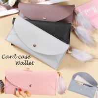 ふわふわのしっぽ風可愛いフェイクファーのチャーム付きの 薄型長財布です  カード収納6枚 とお札等が...