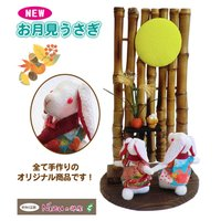 ★お月見ウサギの置物★  まん丸お月様、ススキにお団子、そしてちりめんのうさぎで秋の飾り☆ 見ている...