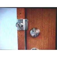 ドアの外からしか開閉できない鍵で、低価格で、鍵を増やすことができます。 玄関以外にも、勝手口や、倉庫...