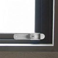 外開きの窓に対応した鍵付きの補助錠です。 鍵を外してしまえば簡単に開けることはできず、万が一、泥棒が...