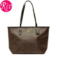 COACH   鞄   カバン 定番人気のシグネチャーデザインに上質なレザーが高級感を演出してくれる...