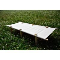 木製フレームの組立て式コットです。 座面のファブリックにはせっかくの雰囲気をポリエステルで損なわない...