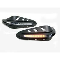 LEDを内蔵した画期的なハンドガード! バーエンドに装着します。 左右セット/カラー:本体ブラック、...