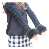 冬の定番♪ 親指を通して付けるロングタイプのアームウォーマーです。  萌え袖風に手の甲まで覆うのでカ...