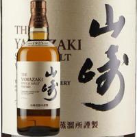 多種多様な原酒の中から「ワイン樽貯蔵モルト」を使用し、「山崎」を語る上で欠かすことのできない「ミズナ...