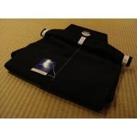 東レテトレックス生地の居合用袴です。 剣道袴に比べて股割れが深く、前紐が長くなっております。 ポリエ...