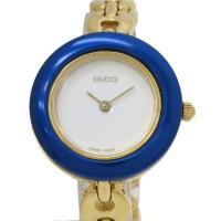 グッチ、着せ替えベゼルの超人気モデル時計のご紹介です。ゴールドカラーの3列タイプのブレスで、交換用ベ...