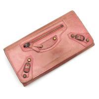 バレンシアガのかわいいピンクカラー、長財布のご紹介です。前面にバレンシアガならではのファスナーポケッ...
