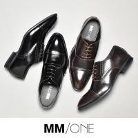 落ち着いた色みの上品なスムース素材を使用したストレートチップ内羽根レースアップビジネス革靴。  足を...