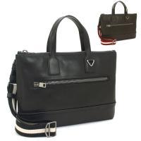 しっかりしたつくりとスタイリッシュさを兼ね備えた、バリーのビジネスバッグ。マチなしながら、A4サイズ...
