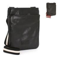 無駄のないシンプルなデザインと、手触りの良い上質素材が高級感を醸し出す、バリーのショルダーバッグ。マ...
