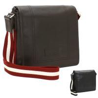 無駄のないシンプルなデザインと、手触りの良い上質素材が高級感を醸し出す、バリーのショルダーバッグ。フ...