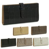 ツヤのあるクロコ風レザー素材が高級感を醸し出す、ジェイ&エムデヴィッドソンの長財布です。必要...