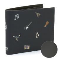 キズに強く丈夫な型押し素材を使用した、ポールスミスの二つ折り財布です。必要な収納機能をコンパクトに備...