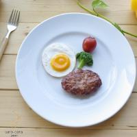 白い食器はお料理をグンと美味しそうに見せてくれます☆  メインプレートとしてご使用できます。  真っ...