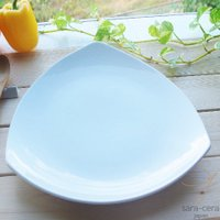 真っ白な清潔感あふれる白い食器の 超高温1300℃Temperature焼成 トライアングル 三角パ...