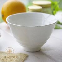 スタイリッシュでシンプル。それが基本。 透き通るような白い食器は清潔感たっぷりです。 炊きたてご飯に...
