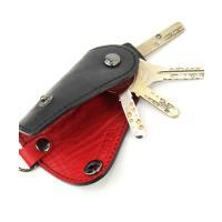 ポケットに入れてもかさばらない、コンパクトな「ポケッタブルキーケース」。 特注の組ネジをホルダーに使...