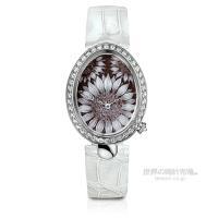 18世紀、ブレゲがナポリ王妃(ナポレオンの妹)のために製作した時計がモチーフ。 世界初のマザーオブパ...