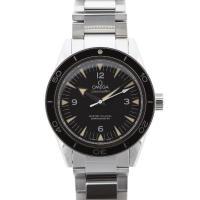 シンプルなダイバーズですが、定番中の定番ということで人気の腕時計!レトロな過去のオメガらしさ、オメガ...