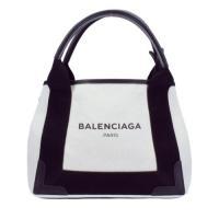 ハンドバッグとしても、ショルダーとしても使える2WAYタイプです♪いろいろなファッションに合わせて楽...